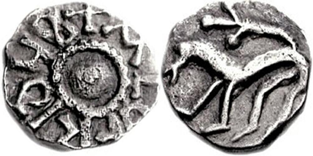Friese sceatta uit circa 710-735. De sceatta is een zilveren munt die tussen 650 en 755 in gebruik is geweest en die in Friesland, Engeland en Jutland werd gemunt.