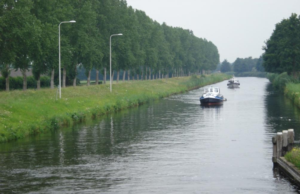 De Zuid-Willemsvaart, aangelegd in opdracht van koning Willem I, is een 123 kilometer lang kanaal dat Maastricht en 's-Hertogenbosch met elkaar verbindt. (foto: WIkimedia)