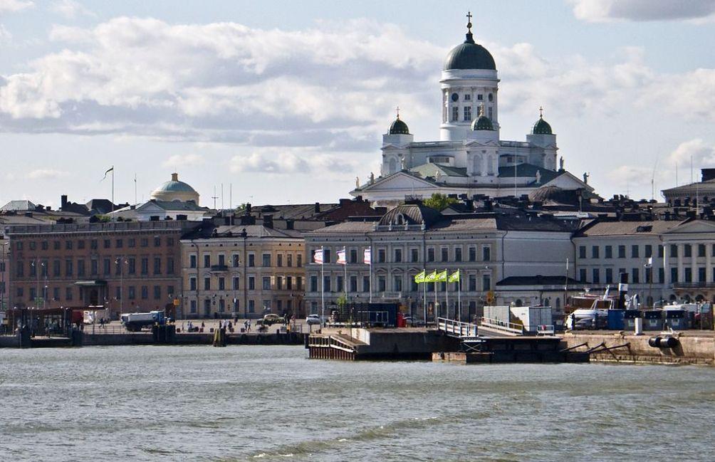 Zich op Helsinki, met uiterst rechts het paleis van de president. (foto: Wikimedia)