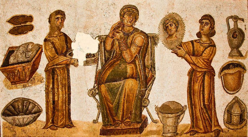 Twee slavinnen (ancillae) assisteren hun meesters bij haar toilet (mozaïek)