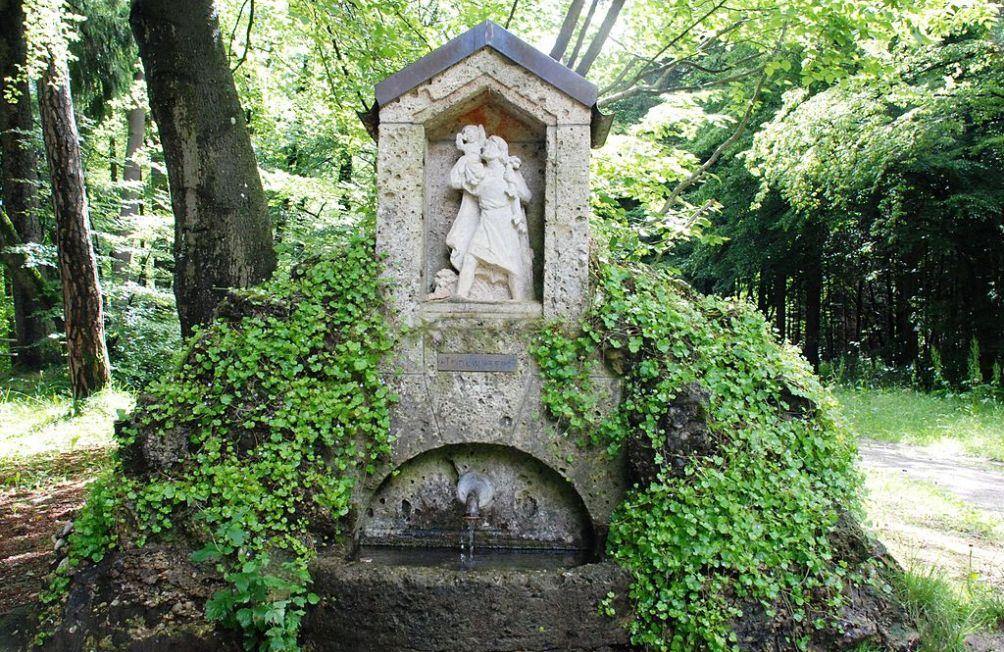 Sint Christoffel beeldje langs de weg bij Munchen. (Foto: Wikimedia)