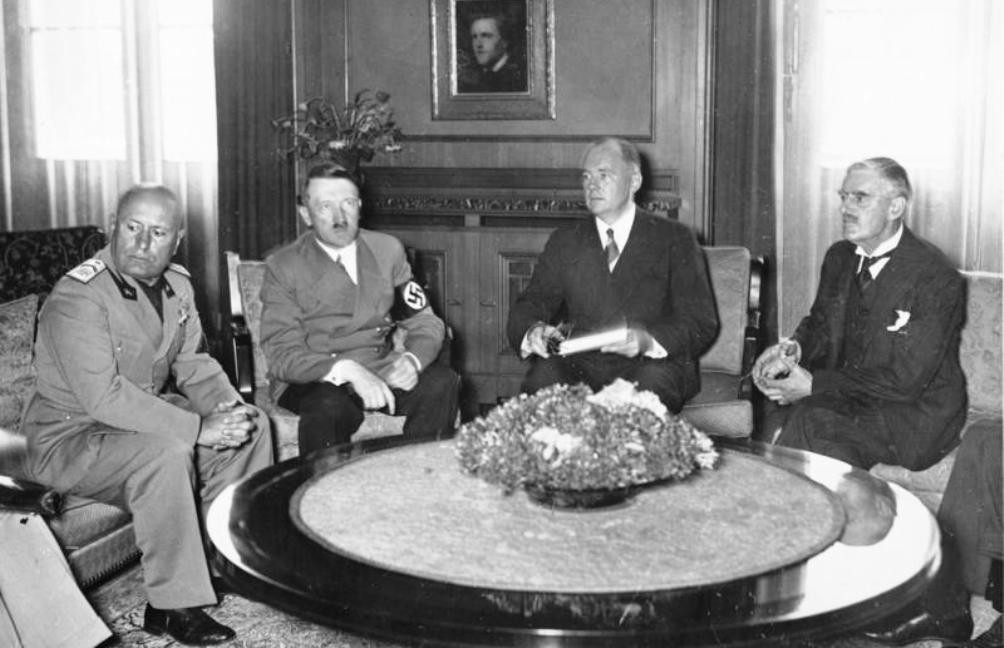 Overleg in Munchen met o.a. Mussolini, Hitler en Chamberlain. (Foto: Wikimedia)n