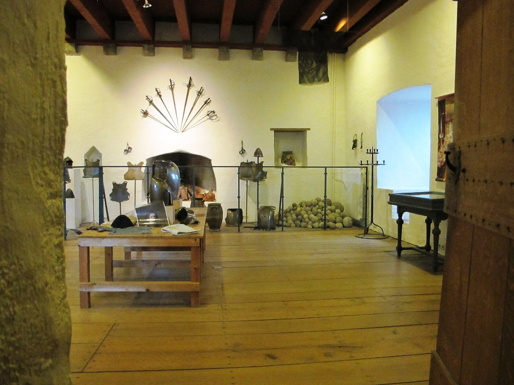Naast het museum is er op de tweede verdieping ook een wapenkamer te vinden, waar bezoekers onder meer onderdelen van een harnas kunnen passen.