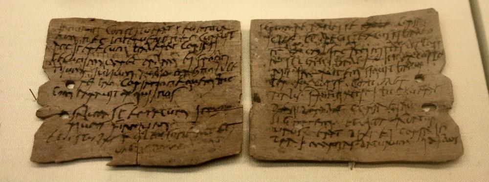 Romeinse schrijftabletten uit de 1e-2e eeuw n.Chr., gevonden in Vindolanda. Brieven en geschreven documenten zoals deze zijn vrij zeldzaam; de recente vondsten in Londen kunnen waarschijnlijk meer licht werpen op het dagelijkse leven in het Romeinse rijk. (foto: Wikimedia)