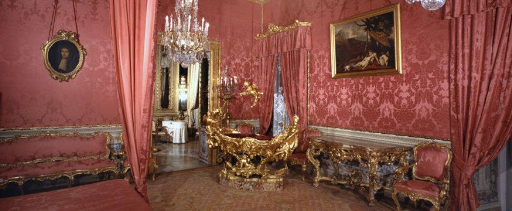 Een van de rijkelijk beklede zalen van het paleis. (foto: Dopart.it)