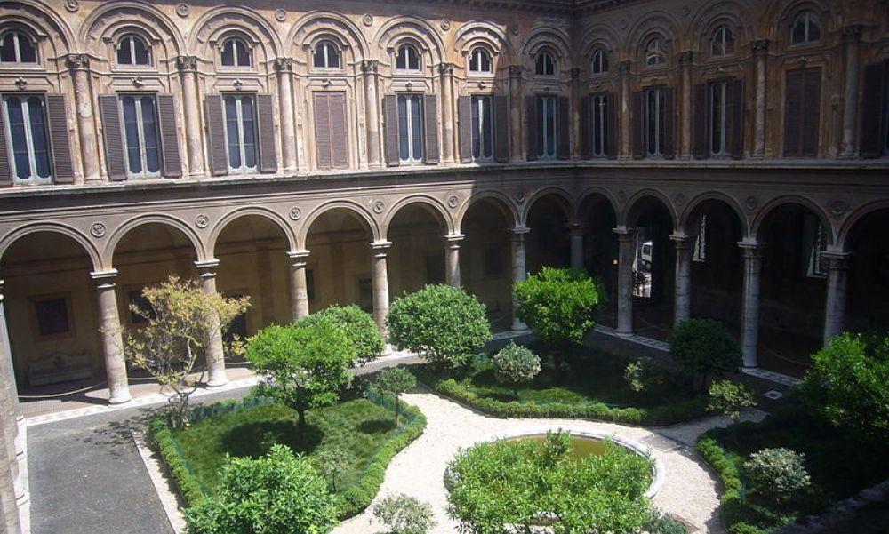 De binnenplaats van Palazzo Doria Pamphili (foto: Wikimedia)
