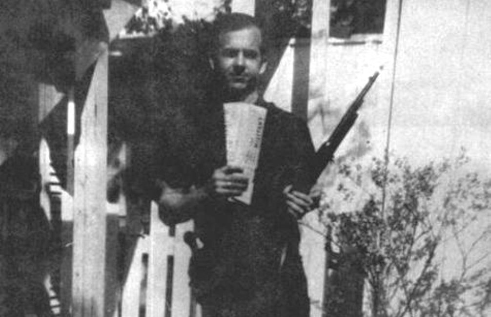 13.11.20.Lee Harvey Oswald - gun