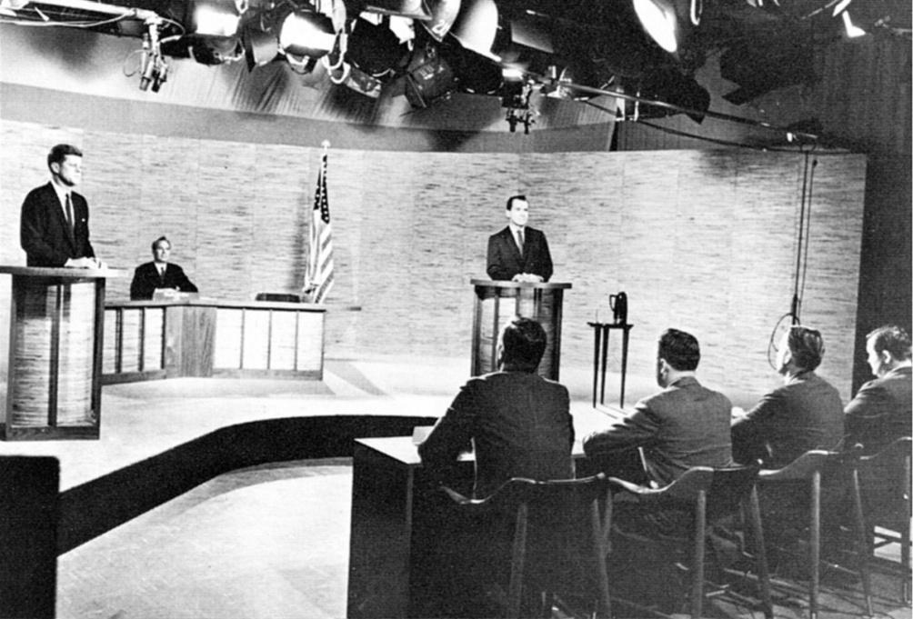John F. Kennedy en Richard Nixon in debat voor de presidentsverkiezinge in 1960. (foto: Wikimedia)