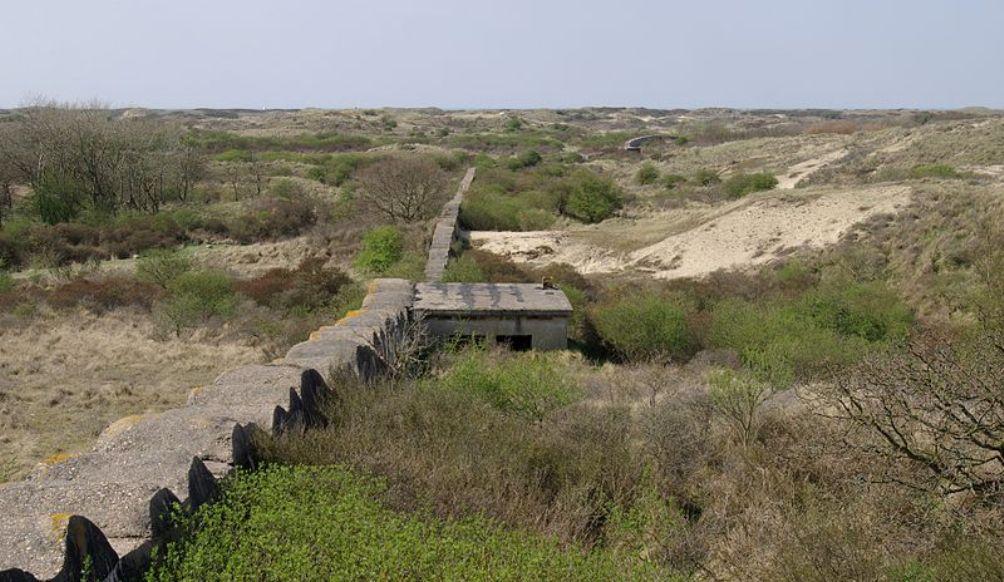 Er zijn nog veel delen van de Atlantikwall terug te vinden, zoals dit stuk tussen Katwijk en Wassenaar. (Foto: Wikimedia)