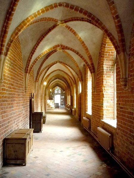 Een van de koorgangen van klooster Ter Apel. (foto: Wikimedia)