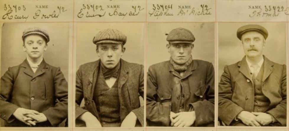 Mugshots van echte Peaky Blinders. Van links naar rechts: Harry Fowler, Ernest Bayles, Stephen McHickie en Thomas Gilbert. (foto: West Midlands Police museum)