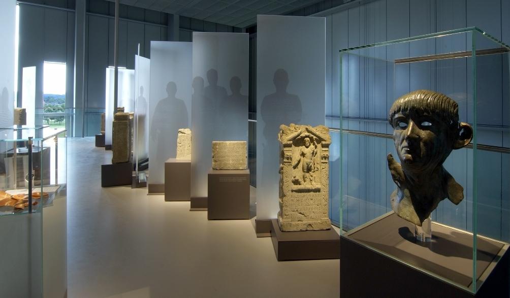 Het nieuwe LVR-RömerMuseum in het park Xanten waarin de geschiedenis van de Romeinse stad in chronologische volgorde is tentoongesteld. (foto: Axel Thünker DGPh)
