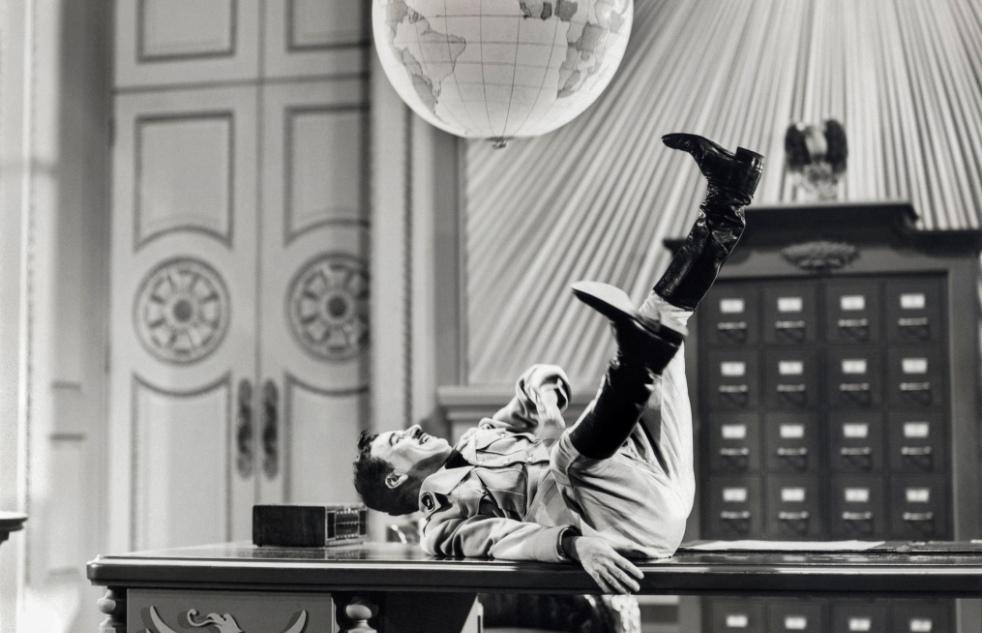 Chaplin_Hitler - wereldbol