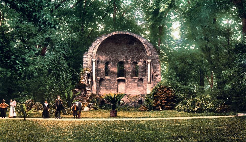 De Sint-Maartenskapel op het Valkhof, afbeelding uit circa 1900.