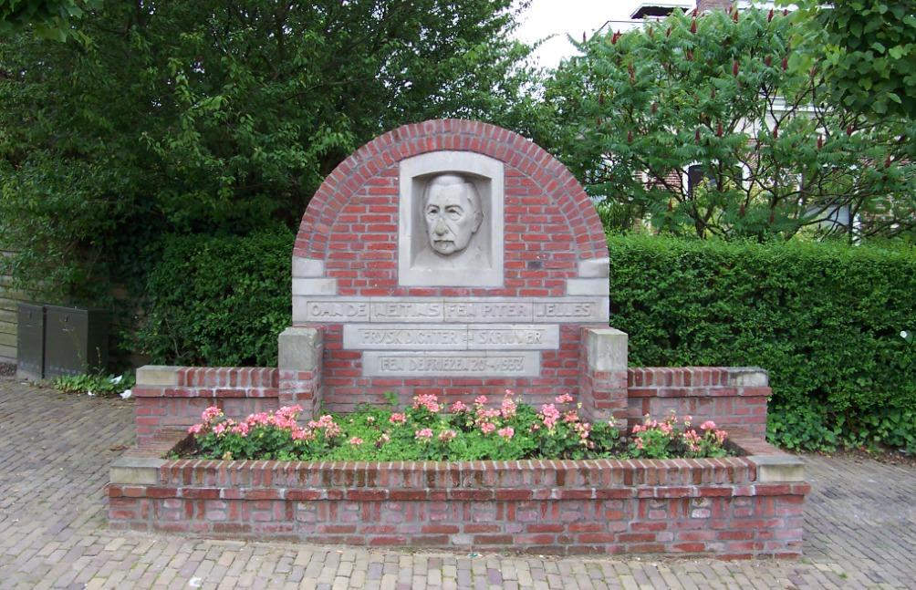Monument voor Pieter Jelles Troelstra in Stiens (foto: Wikmedia)