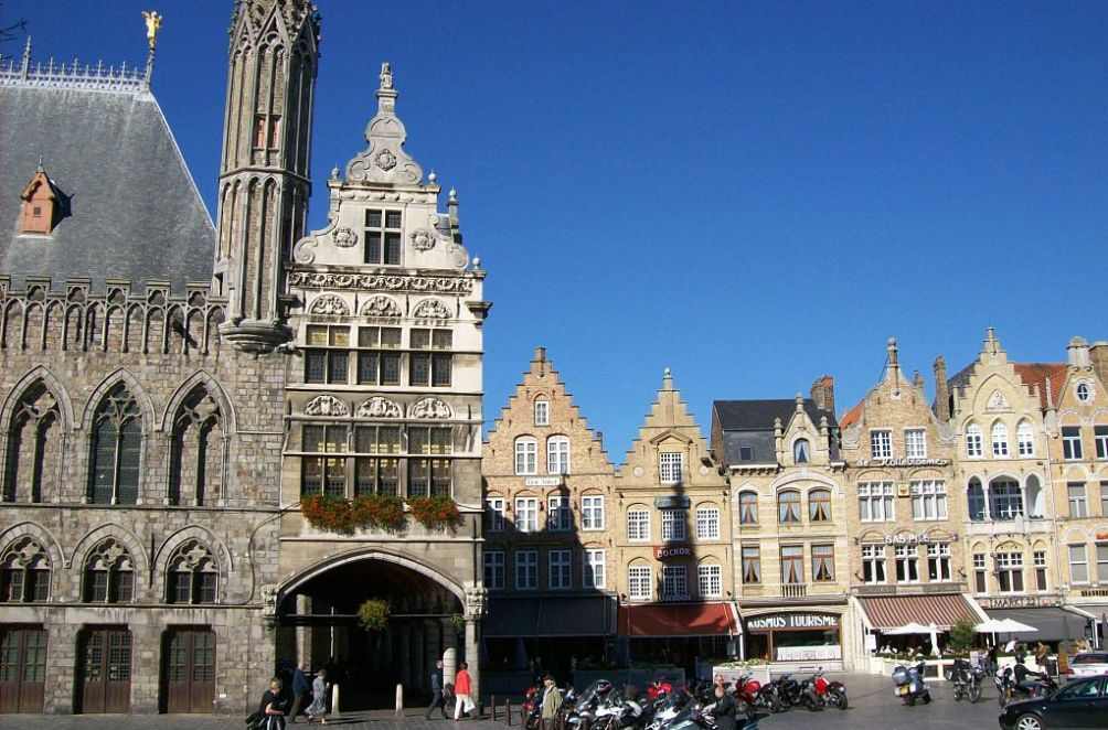 Grote markt, Ieper (foto: Wikimedia)