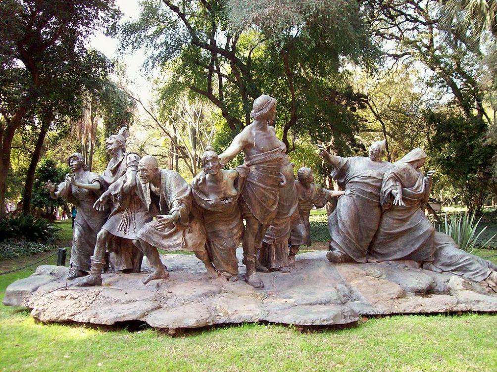 De viering van de Saturnalia verbeeld door Ernesto Biondi (1909) in de Buenos Aires Botanical Gardens. (foto: Wikimedia)