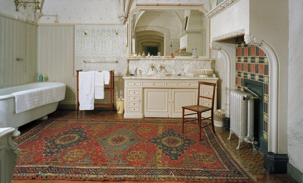 Badkamer op de eerste verdieping van kasteel de Haar. (foto: Wikimedia)