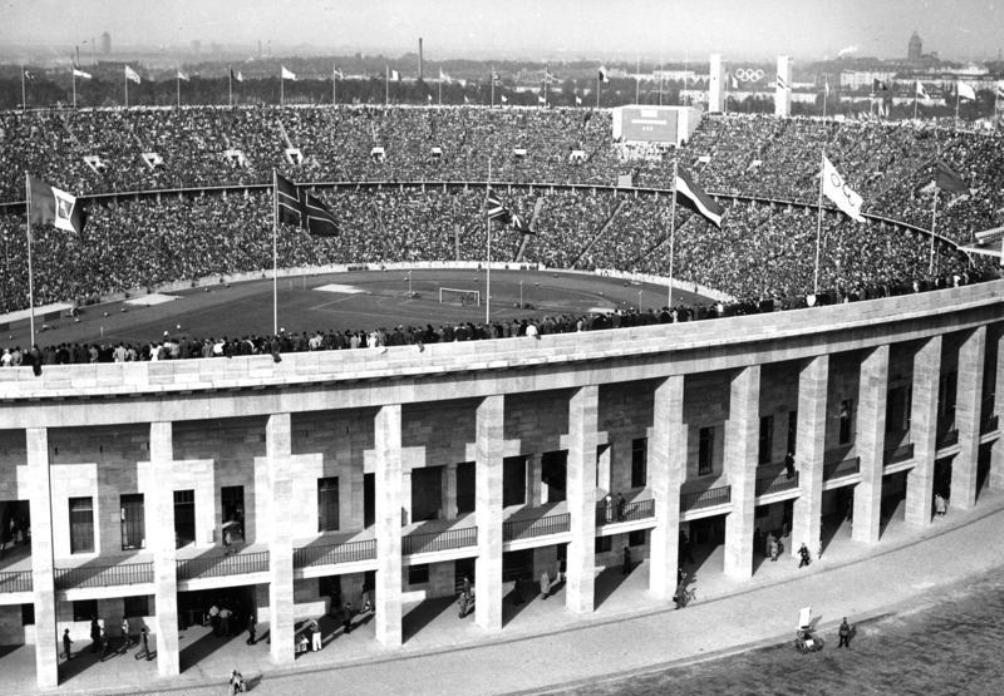 Het Olympiastadion in augustus 1936. (foto: Wikimedia)