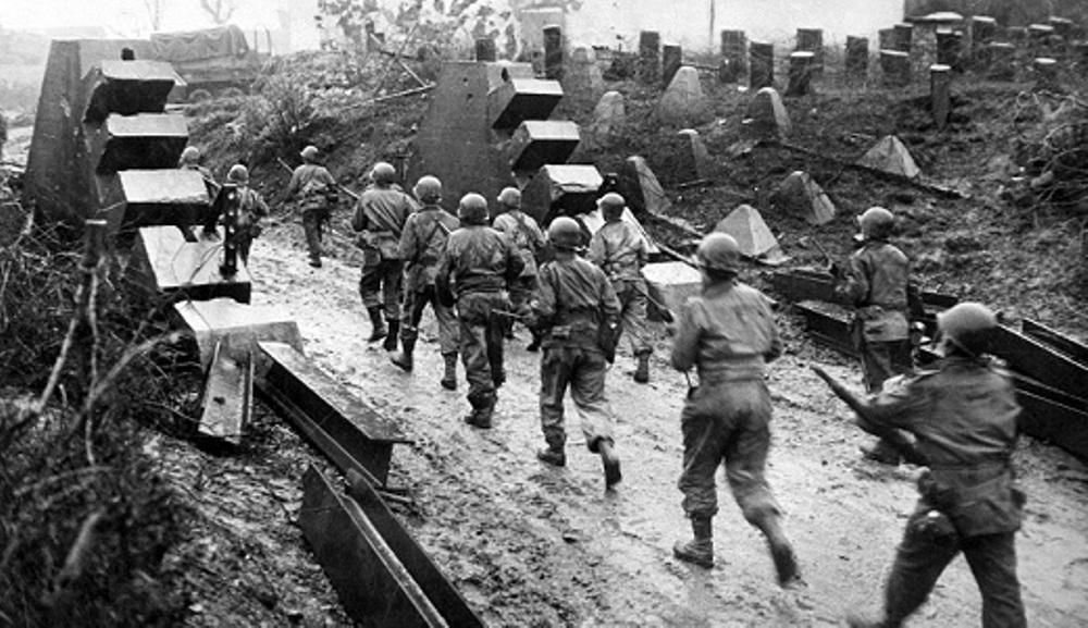 In de tweede helft van 1944 wisten de geallieerde strijdkrachten uiteindelijk door de Siegfriedlinie heen te breken.