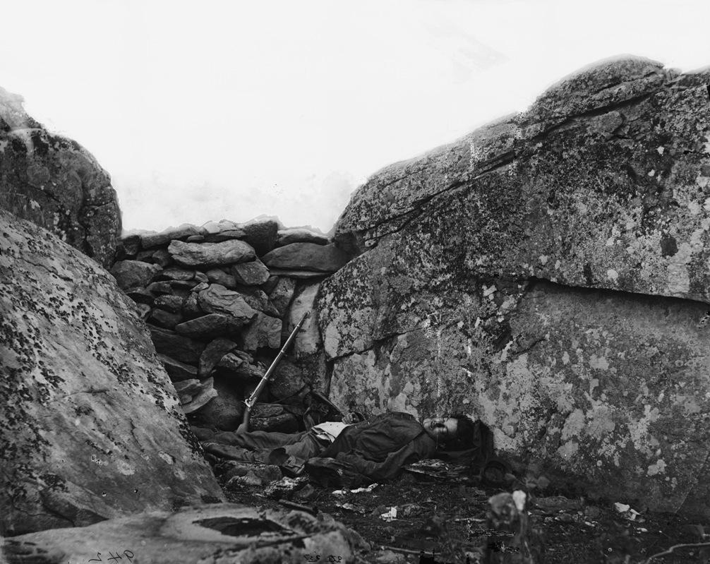 De geënsceneerde foto van Alexander Gardner, gemaakt na de Slag bij Gettysburg van 1863.