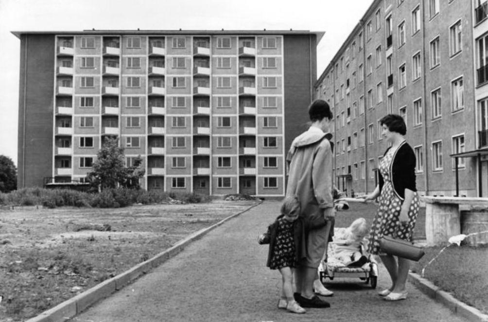 Een tafereel in de wijk Johannstadt uit 1965. (foto: Wikimedia)