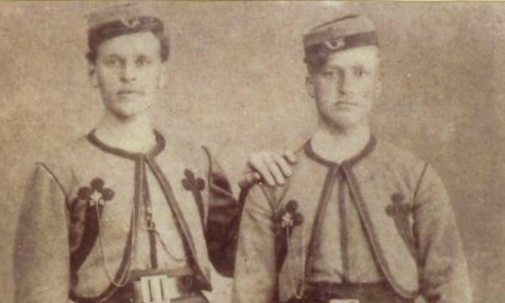 Foto van Douwe en Mathijs Walta uit Workum, twee Nederlandse zouaven uit 1870 (foto: Wikimedia)