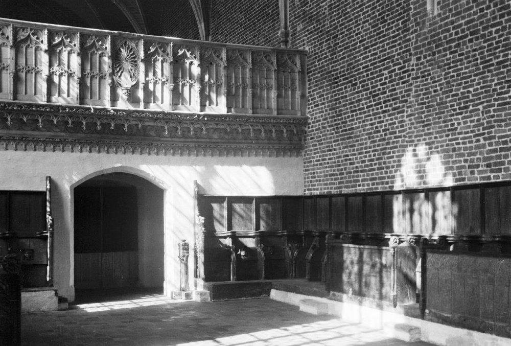 Originele koorbanken in klooster Ter Apel. (foto: Wikimedia)