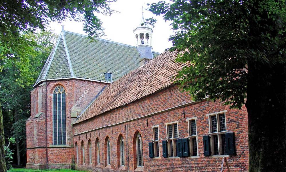 Kerk en oostvleugel van het klooster Ter Apel vandaag de dag.