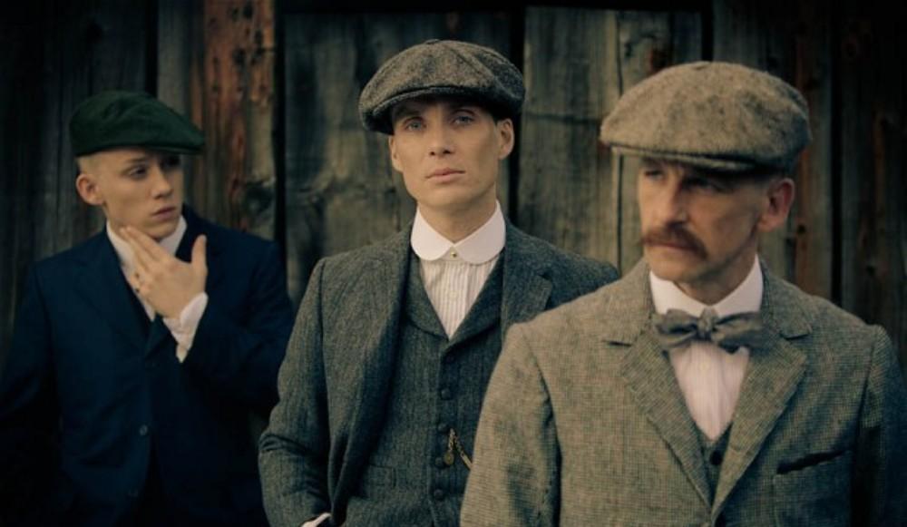 Van links naar rechts: de gebroeders John (Joe Cole), Tommy (Cillian Murphy) en Arthur Shelby (Tommy Flanagan). (foto: BBC)