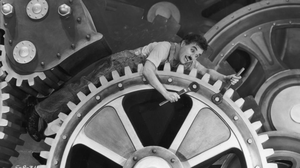 Charlie Chaplin in de film Modern Times uit 1936.