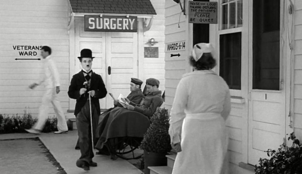 De kapper is na jaren in coma te hebben gelegen, zojuist ontwaakt (foto: United Artists)
