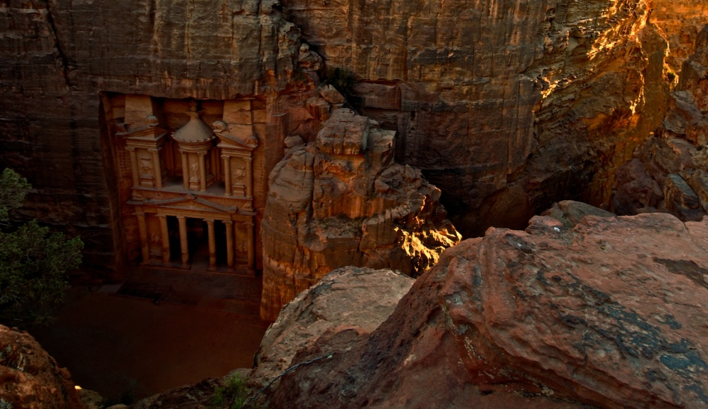 Petra's bekendste monument El-Khazneh Far'aun, de schatkamer van een Farao? (foto: wikimedia).