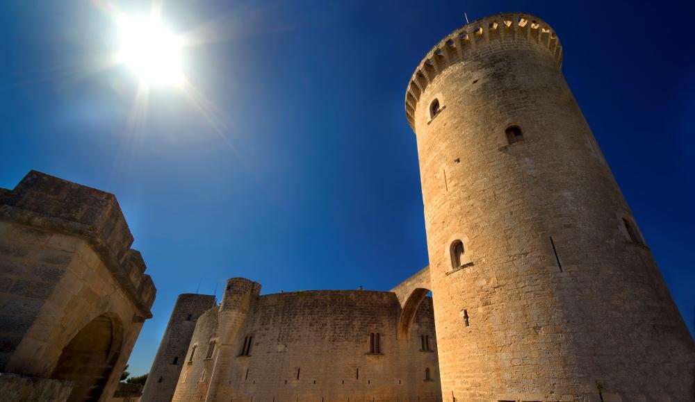 Kasteel Bellver in Palma, de hoofdstad van Mallorca. In de 14e eeuw was deze burcht het verblijf van de koningen van Mallorca, waaronder Jaime III.