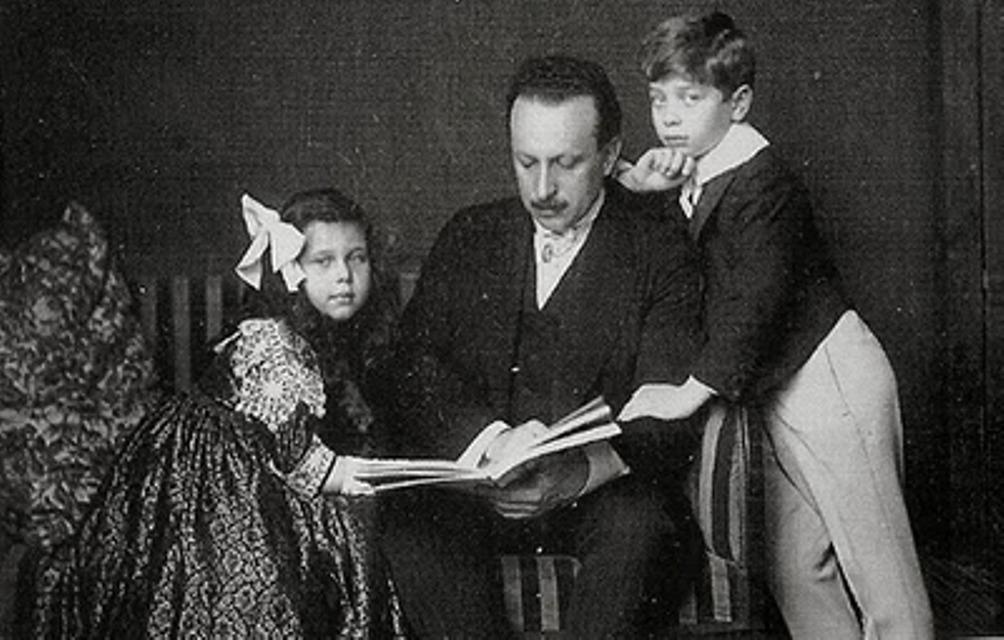 Felix Salten met zijn zoon en dochter rond 1910. (foto: Wikimedia)