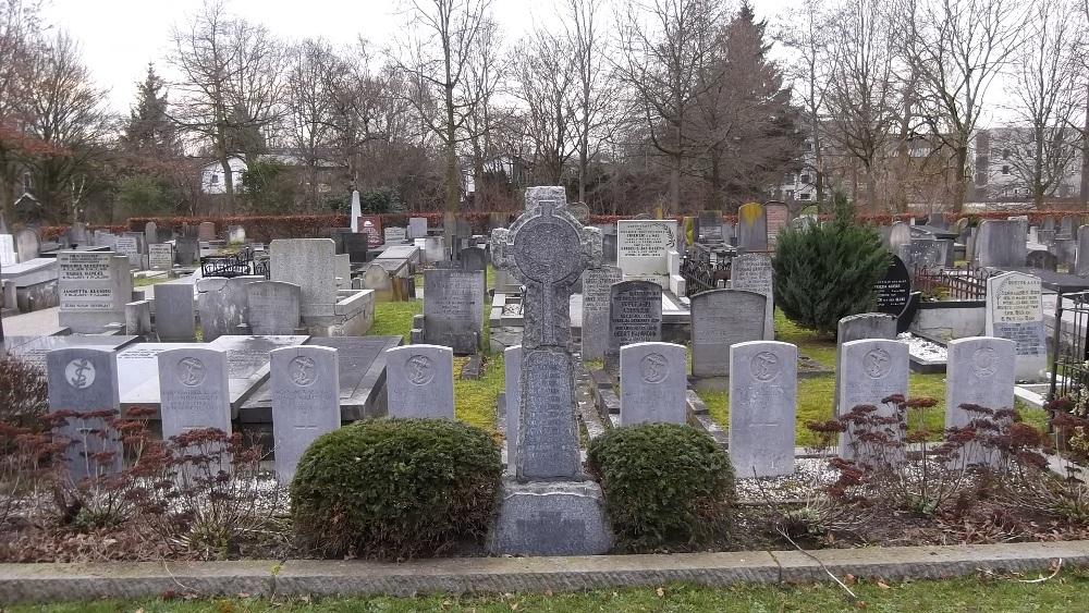De Zuiderbegraafplaats in Groningen met de graven van de negen Britse soldaten. (foto: Lars Sanders)