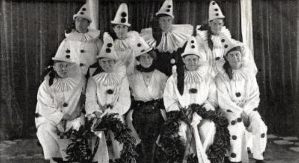 The Timbertown Follies in 1917. (foto: uitgeverij Profiel)