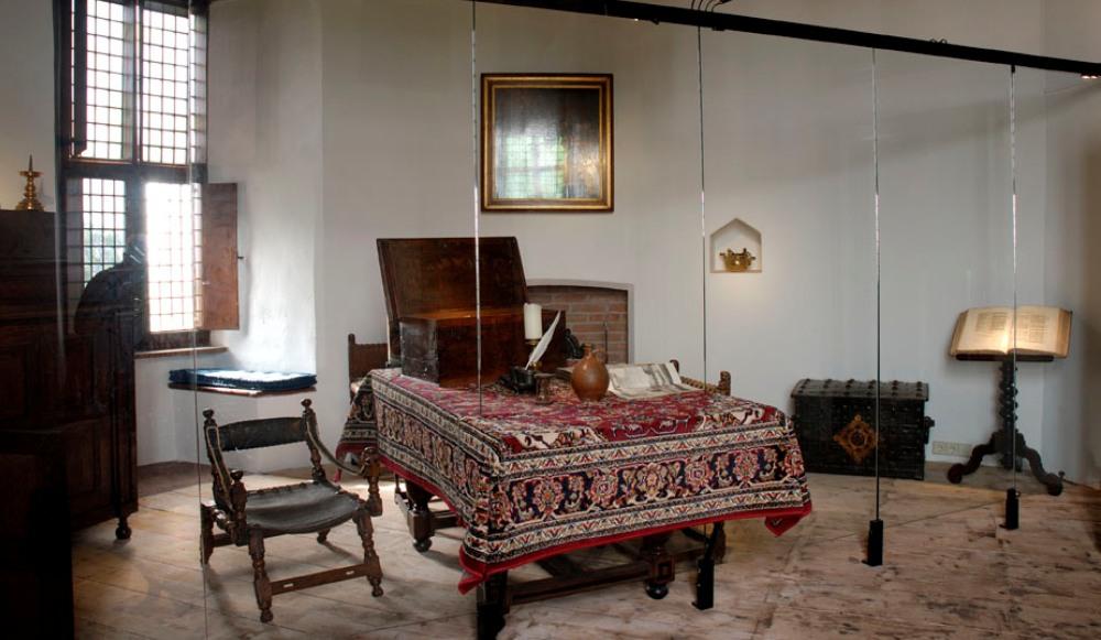 Werkkamer van P.C. Hooft op het Muiderslot. (Foto: Wikimedia)