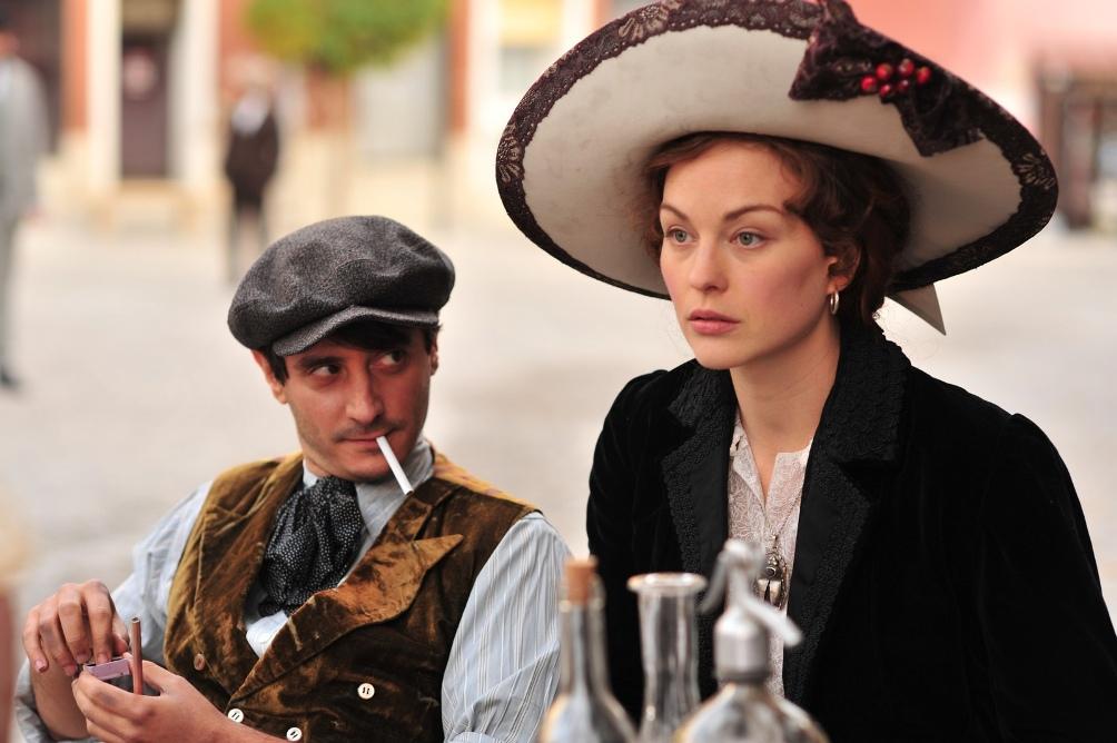 Fernande Olivier (gespeeld door Raphaëlle Agogué) en Pablo Picasso (gespeeld door Ignacio Mateos).