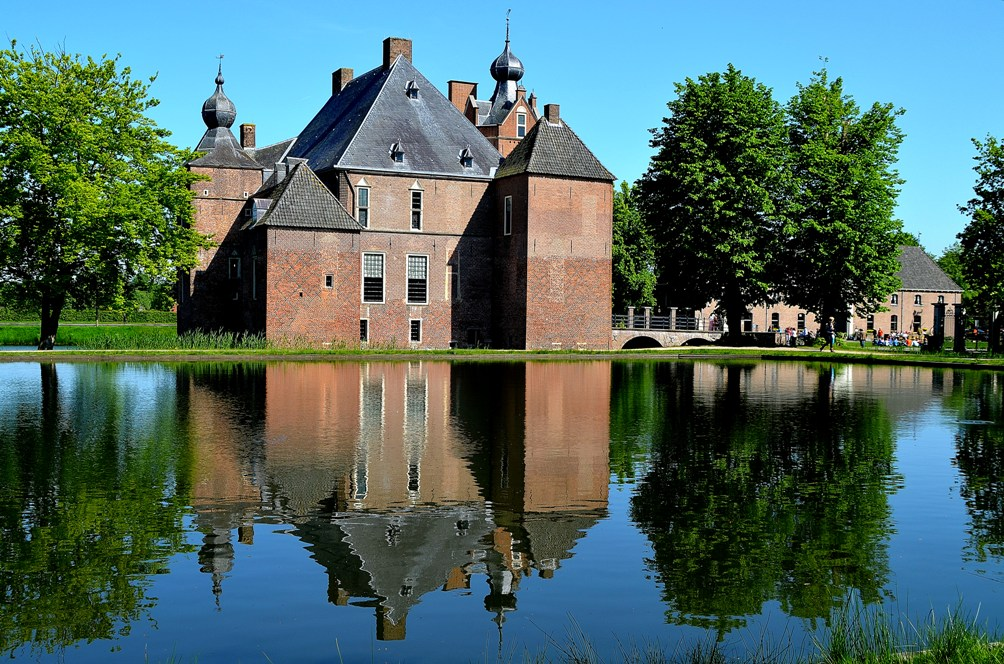 14.06.17.Artikel.Kasteel Cannenburch (MAIN) achterzijde