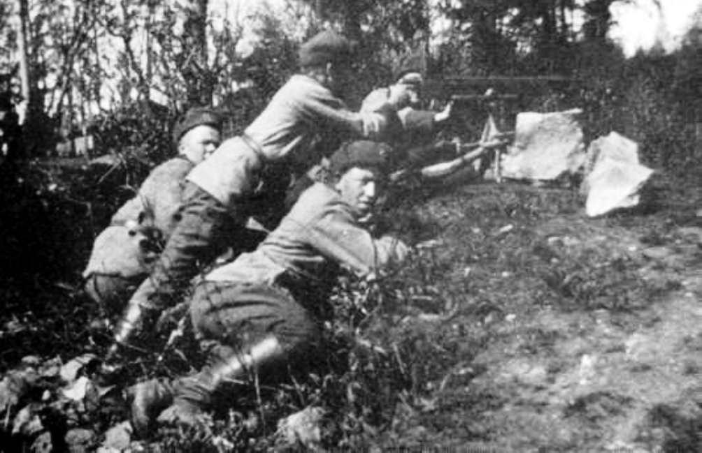 De Witten tijdens een offensief tegen de Roden. De burgeroorlog in Finland was bloedig en genadeloos. (Foto: Wikimedia)