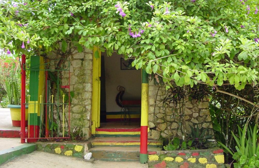 Het huis op Jamaica waar Bob Marley opgroeide. Ook toen hij een wereldster was, kwam hij hier vaak. (Foto: Wikimedia)
