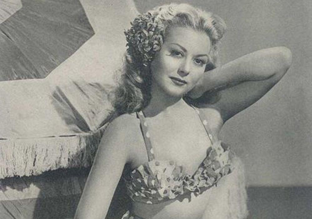 Foto: actrice Adele Mara draagt een bikini op een foto voor een Argentijns tijdschrift (1947)