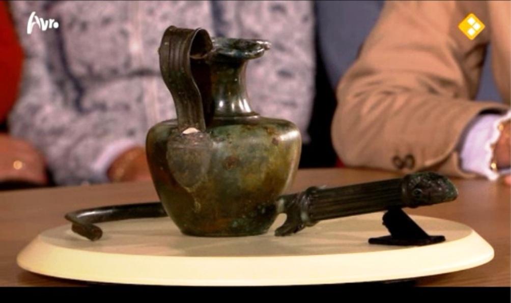 Klik op onderstaande foto om de uitzending van Tussen Kunst & Kitsch over de gevonden Romeinse vaas te bekijken (fragment vanaf 32 minuten).