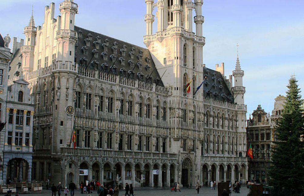 Foto: het stadhuis/hôtel de ville van het tweetalige Brussel