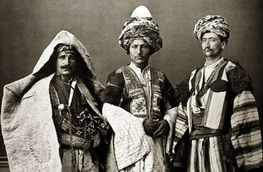 Foto: Koerdische klederdracht, 1873