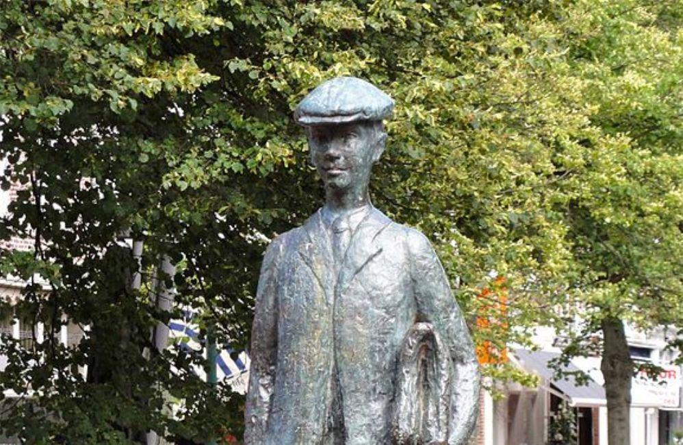 Foto: standbeeld van Anton Wachter in Harlingen