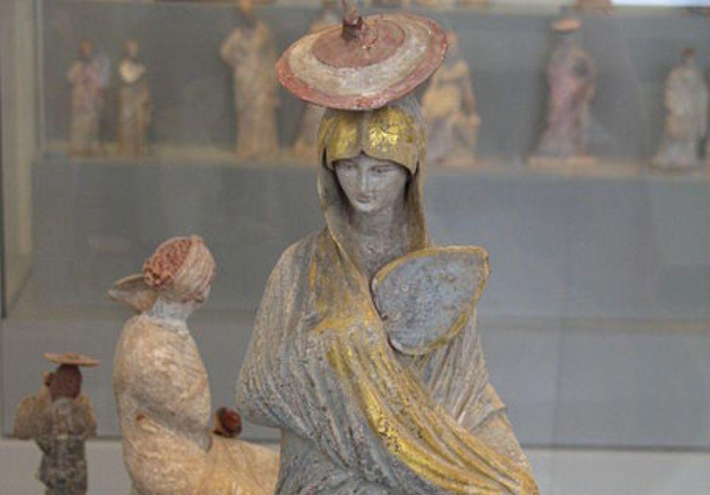 Grieks beeldje van een vrouw, afkomstig uit Tanagra, 325-300 v.Chr.. (foto: Wikimedia)