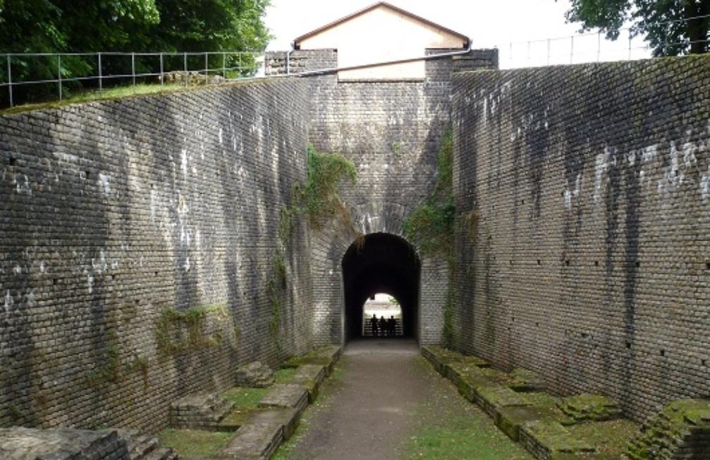 Het vomitorium van het amfitheater in Trier (foto: Wikimedia).