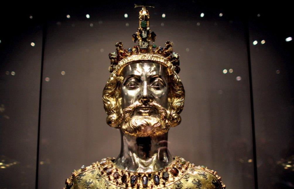 Buste uit de 14e eeuw van Karel de Grote in de schatkamer van de Akense Dom.  (foto: Domkapitel Aachen)